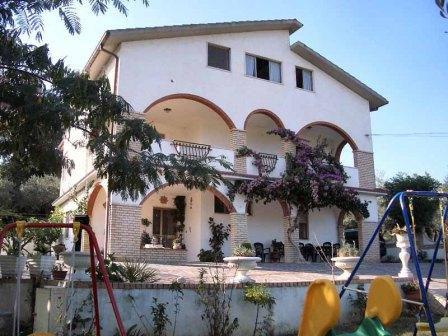 Отель, гостиница в Абруццо, Италия, 370 м2 - фото 1