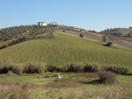 Земля в Абруццо, Италия - фото 1