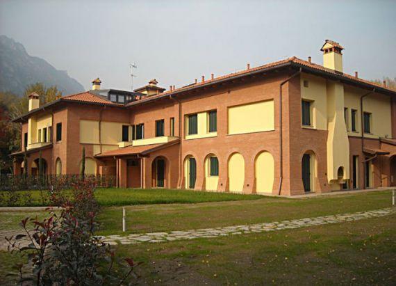Апартаменты у озера Комо, Италия, 85 м2 - фото 1