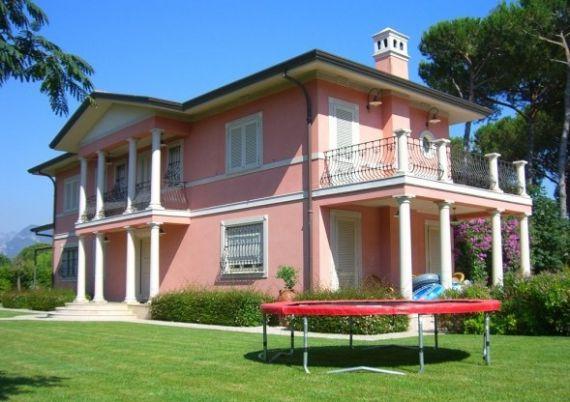Вилла в Форте деи Марми, Италия, 350 м2 - фото 1
