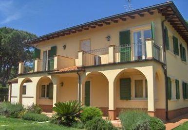 Вилла в Форте деи Марми, Италия, 300 м2 - фото 1