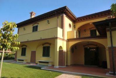 Вилла в Форте деи Марми, Италия, 490 м2 - фото 1