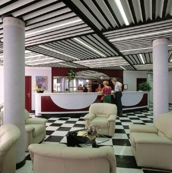 Отель, гостиница у озера Гарда, Италия, 2920 м2 - фото 1