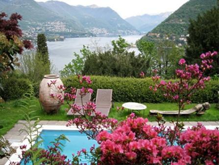 Вилла у озера Комо, Италия, 400 м2 - фото 1
