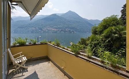 Вилла у озера Комо, Италия, 300 м2 - фото 1