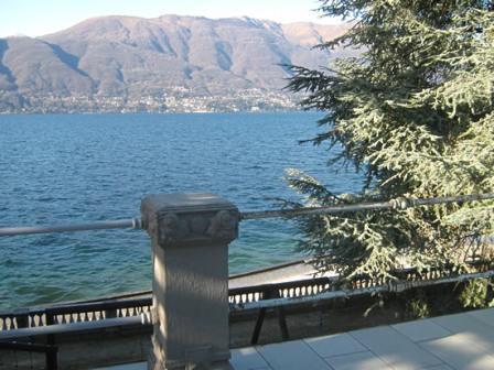 Вилла у озера Маджоре, Италия, 500 м2 - фото 1