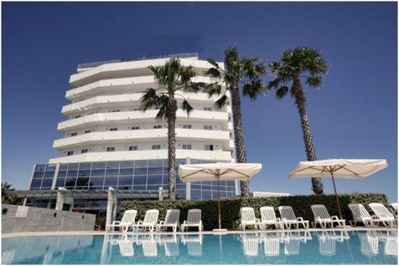Отель, гостиница в Абруццо, Италия, 5500 м2 - фото 1