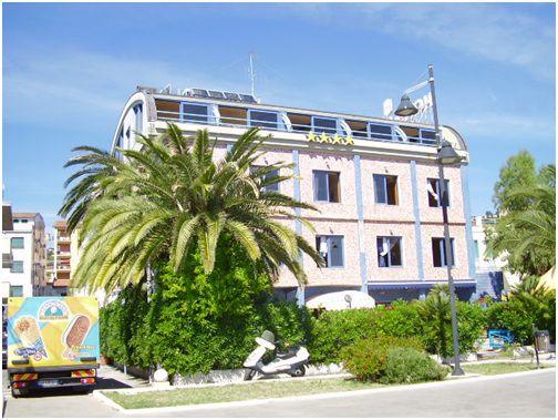 Отель, гостиница в Абруццо, Италия, 1000 м2 - фото 1