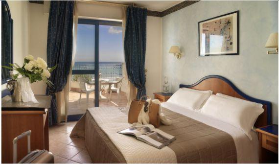 Отель, гостиница Римини-Марке, Италия - фото 1