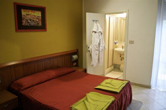 Отель, гостиница в Римини, Италия - фото 1