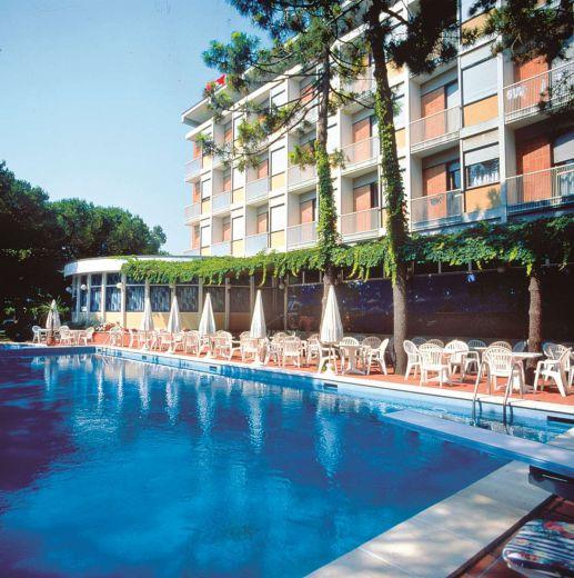 Отель, гостиница Венеция-Триест, Италия, 9900 м2 - фото 1