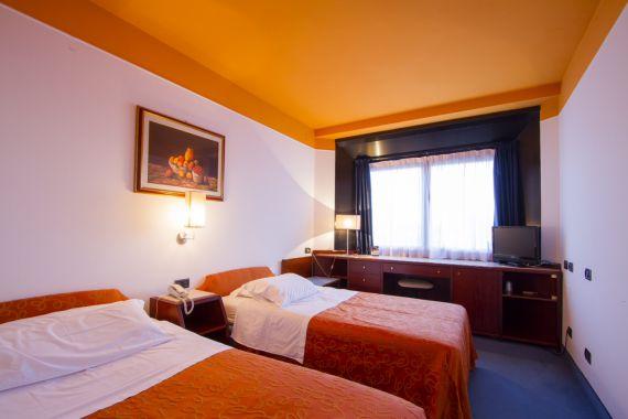 Отель, гостиница Римини-Марке, Италия, 1120 м2 - фото 1