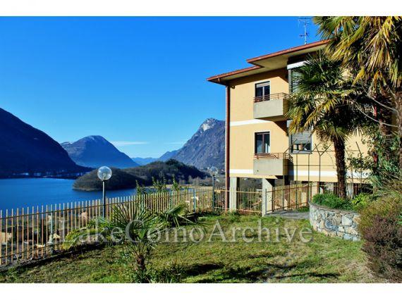 Квартира у озера Комо, Италия, 280 м2 - фото 1