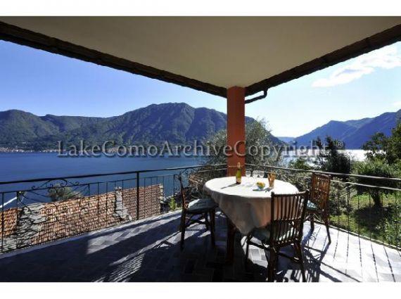 Квартира у озера Комо, Италия, 130 м2 - фото 1