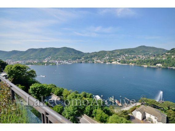 Квартира у озера Комо, Италия, 267 м2 - фото 1