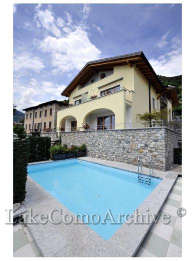 Квартира у озера Комо, Италия, 106 м2 - фото 1