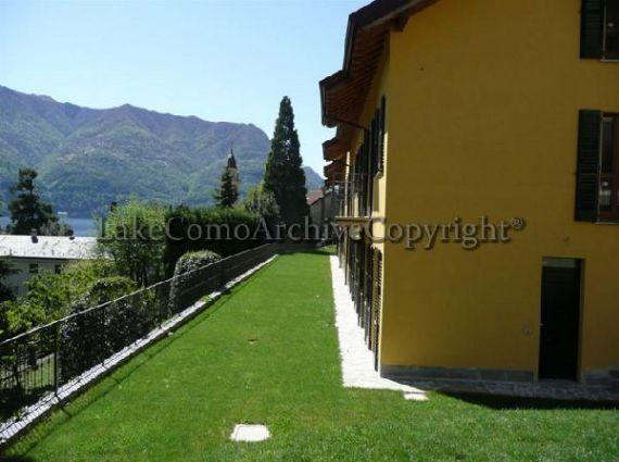 Квартира у озера Комо, Италия, 107 м2 - фото 1