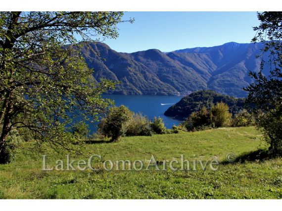 Земля у озера Комо, Италия - фото 1