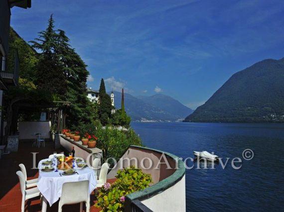 Вилла у озера Комо, Италия, 350 м2 - фото 1