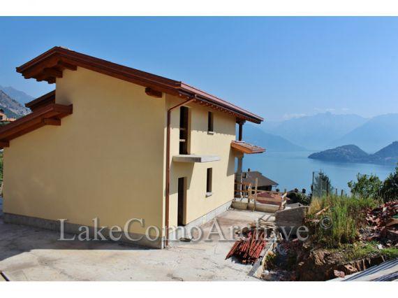 Вилла у озера Комо, Италия, 164 м2 - фото 1