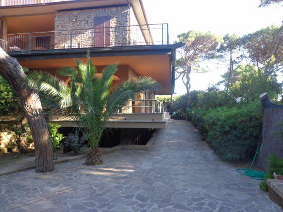 Вилла в Кастильоне-делла-Пеская, Италия, 800 м2 - фото 1