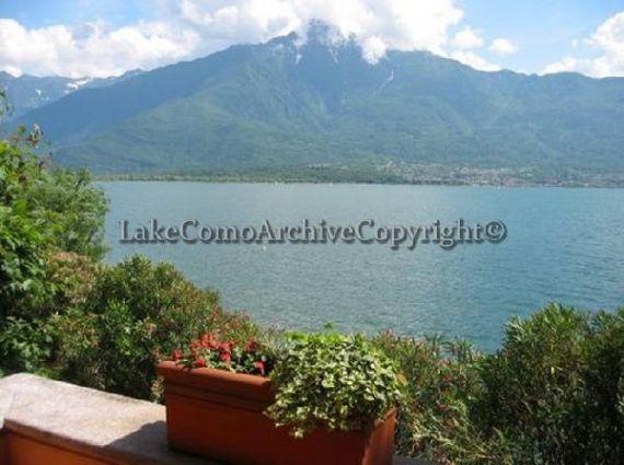 Вилла у озера Комо, Италия, 1000 м2 - фото 1