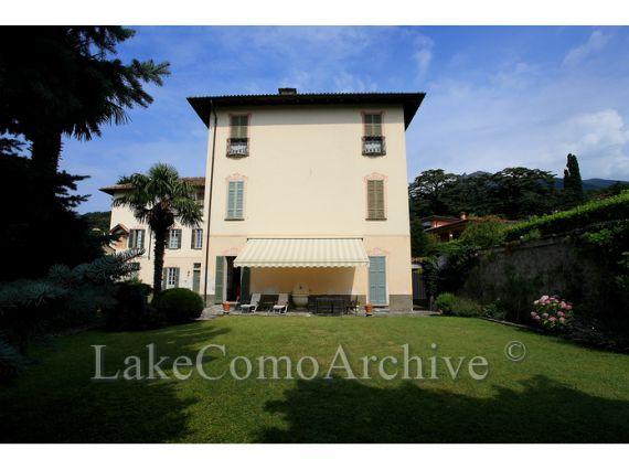 Квартира Озеро Комо, Италия, 150 м2 - фото 1