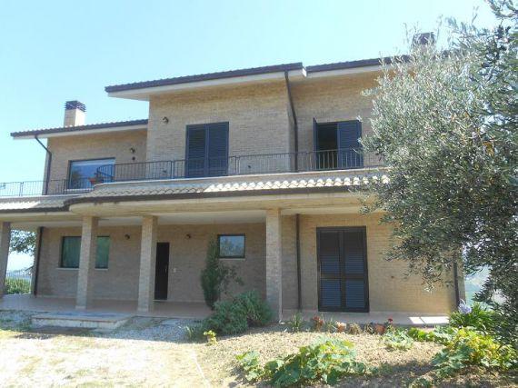 Квартира в Абруццо, Италия, 400 м2 - фото 1