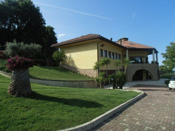 Вилла в Абруццо, Италия, 400 м2 - фото 1