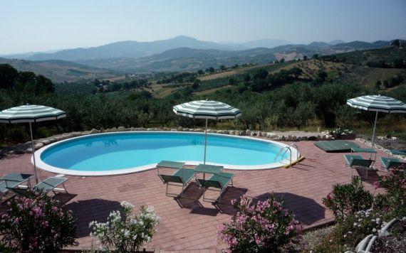 Вилла в Абруццо, Италия, 375 м2 - фото 1