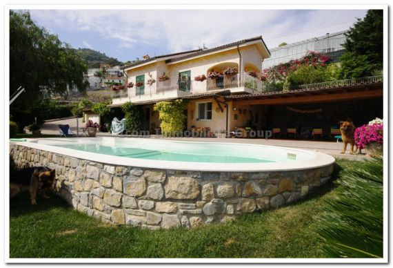 Villa a San Remo sulla spiaggia foto