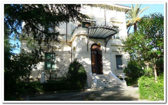 Дом в Сан-Ремо, Италия, 1000 м2 - фото 1