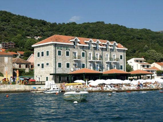 Отель, гостиница в Херцеге Нови, Черногория, 1000 м2 - фото 1