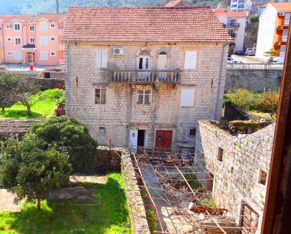 Дом в Прчани, Черногория, 200 м2 - фото 1