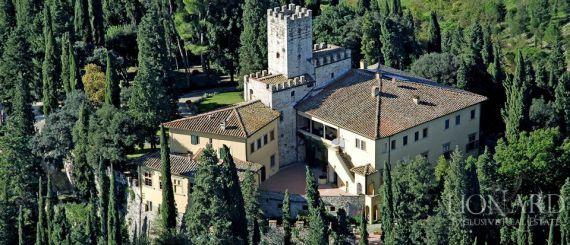 Замок во Флоренции, Италия, 1400 м2 - фото 1