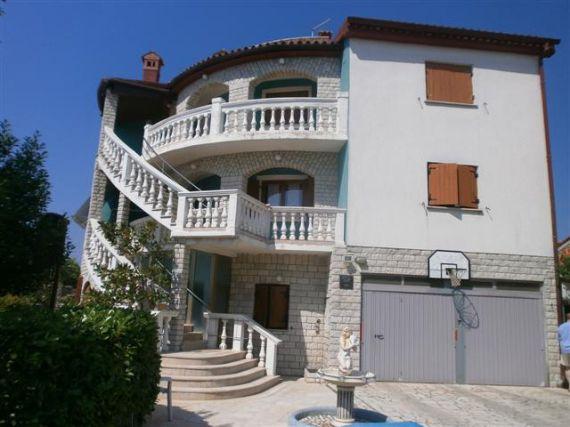 Дом в Пуле, Хорватия, 575 м2 - фото 1