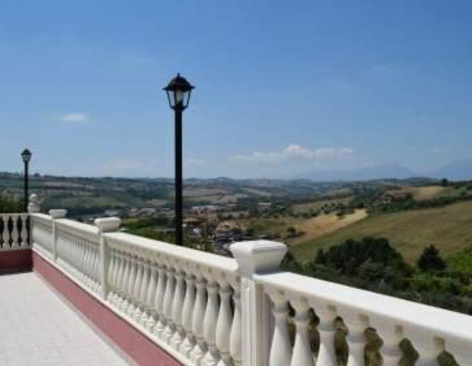 Вилла в Абруццо, Италия, 6000 м2 - фото 1