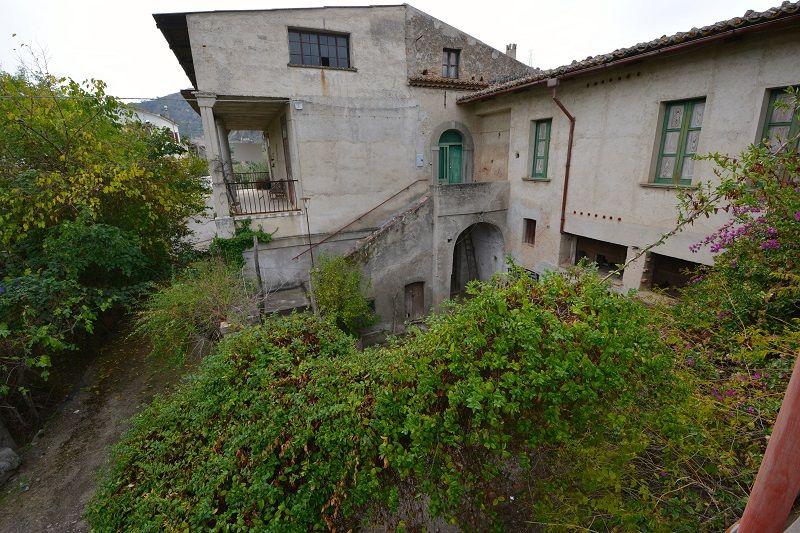 Вилла в Вибо Валентии, Италия, 600 м2 - фото 1