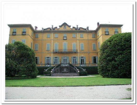 Замок у озера Комо, Италия, 45390 м2 - фото 1