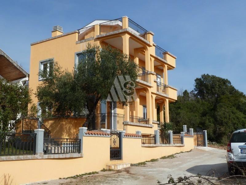 Дом в Утехе, Черногория, 240 м2 - фото 1