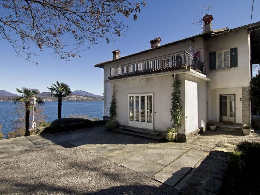 Вилла у озера Маджоре, Италия, 6600 м2 - фото 1