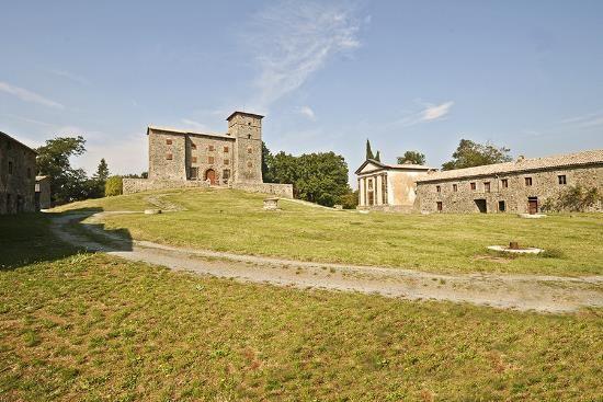 Замок в Умбрии, Италия, 5600 м2 - фото 1