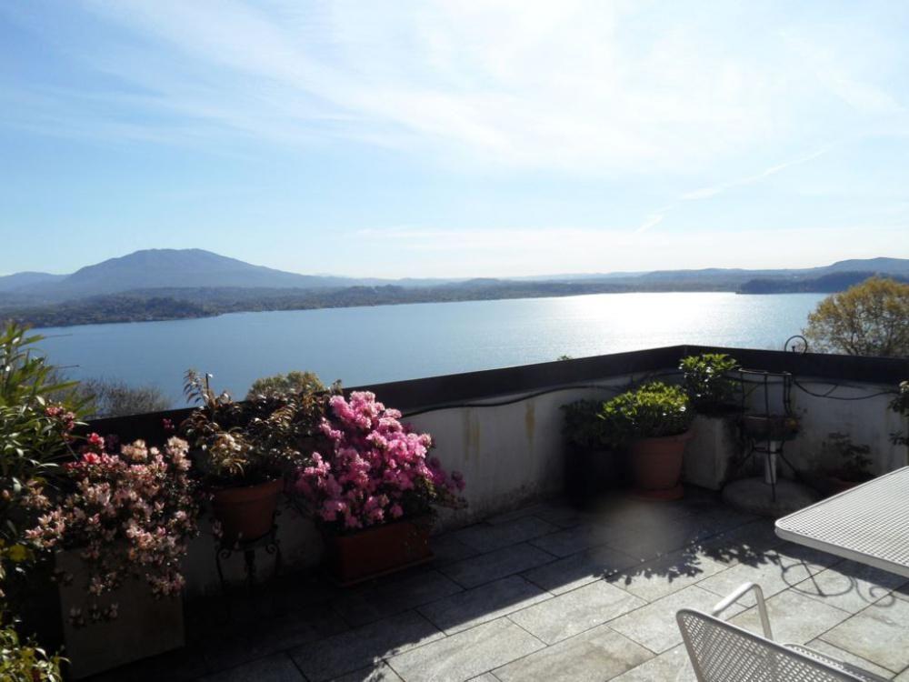 Дом у озера Маджоре, Италия, 150 м2 - фото 1