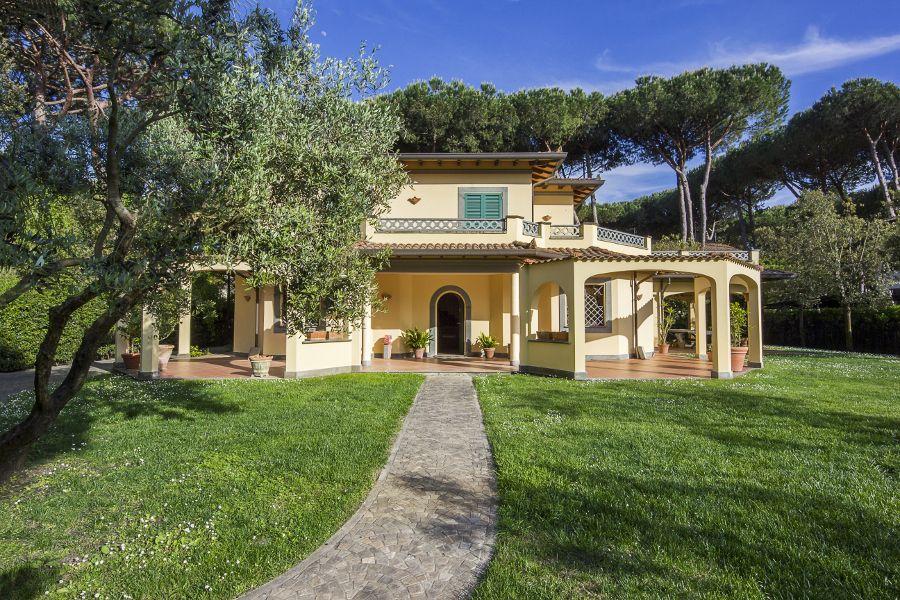 Villa in Forte dei Marmi buy