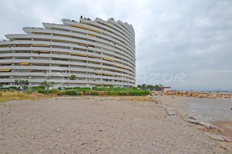 Апартаменты в Сен-Поль-де-Ванс, Франция, 110 м2 - фото 1