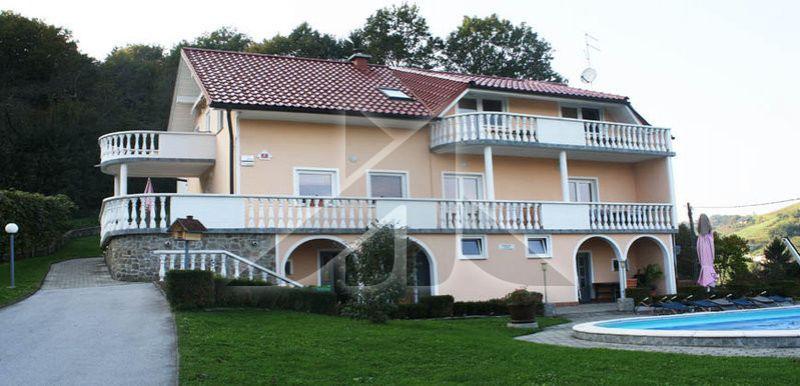 Отель, гостиница в Подчетртеке, Словения, 380 м2 - фото 1