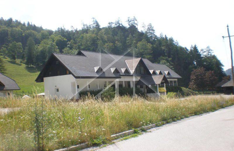 Отель, гостиница в Тржиче, Словения, 958 м2 - фото 1
