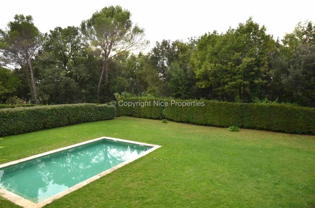 Дом Рокфор-ле-Пен, Франция, 2500 м2 - фото 1