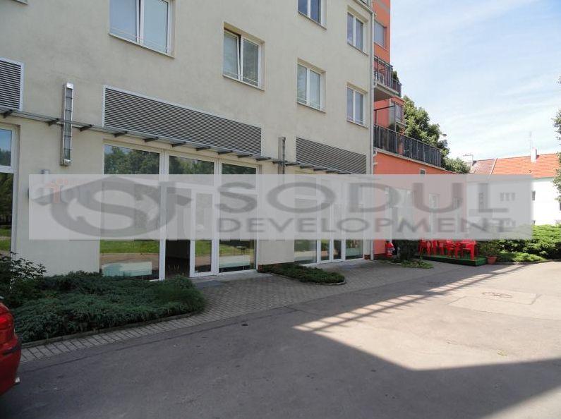 Коммерческая недвижимость в Праге, Чехия, 67 м2 - фото 1