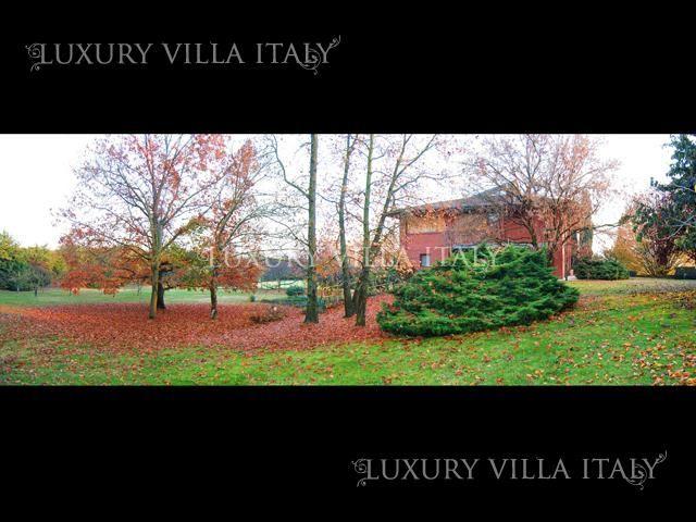 Дом в Вероне, Италия, 9600 м2 - фото 1